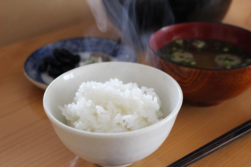 皇室献上米を食べる